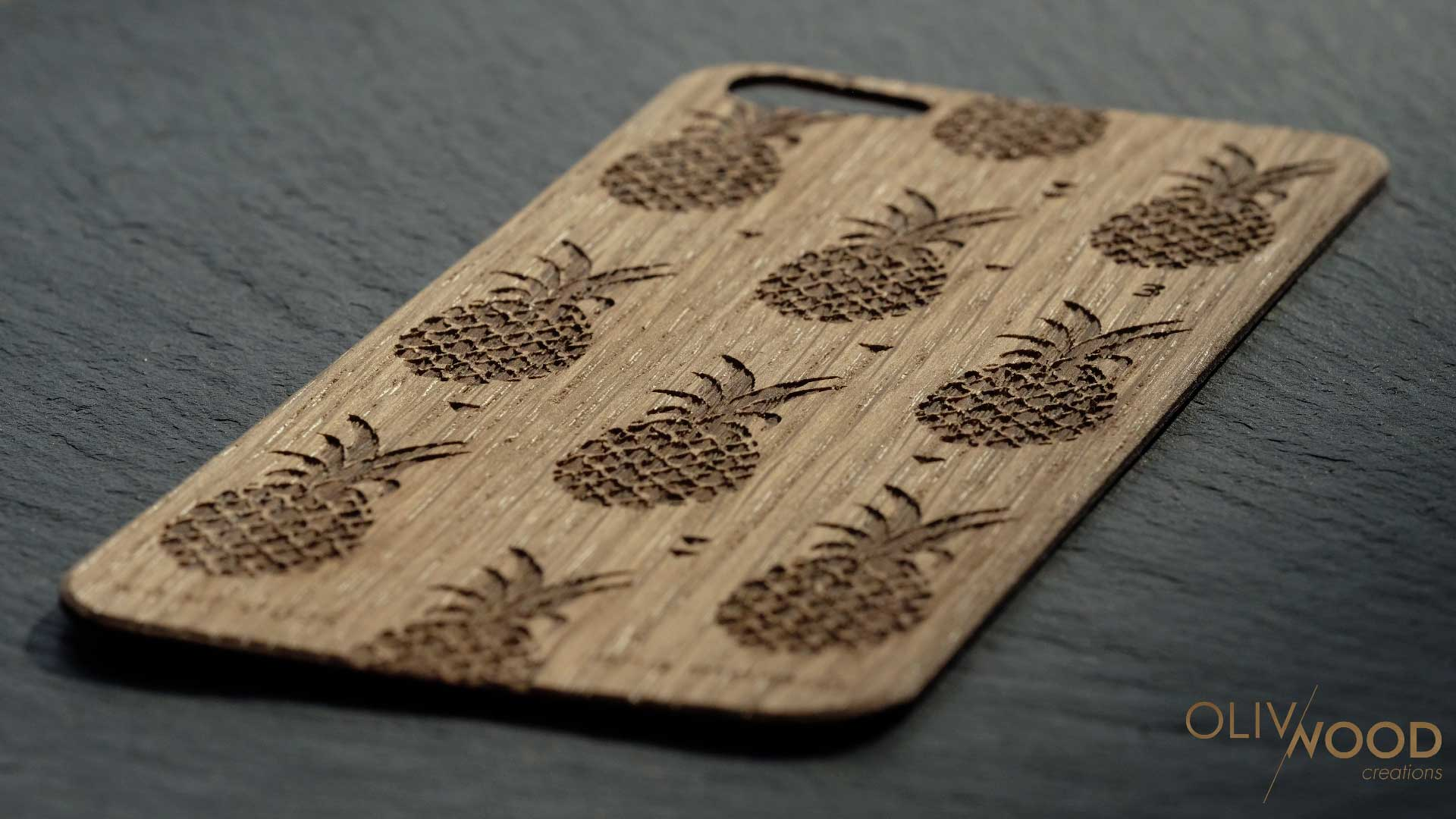 Gravure et découpe laser sur chêne pour skin iPhone WoodStuck